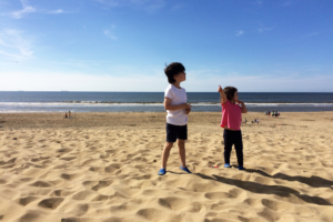 Two children on Wassenaar beach near Duinrell in Holland/The Netherlands