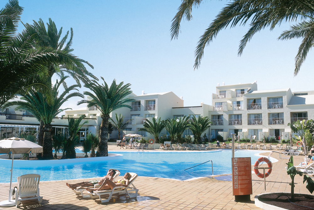 A hotel on the best beach in the Canary Islands? We stay at the Club Hotel Riu Oliva Beach in Fuerteventura with children