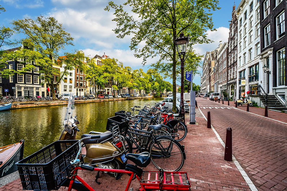 Our full guide to getting around Amsterdam with children