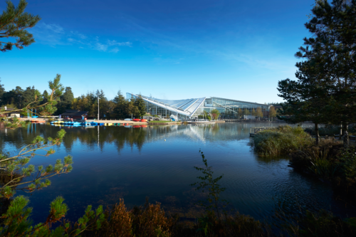 The lake and buildings at Whinfell Forest Center Parcs