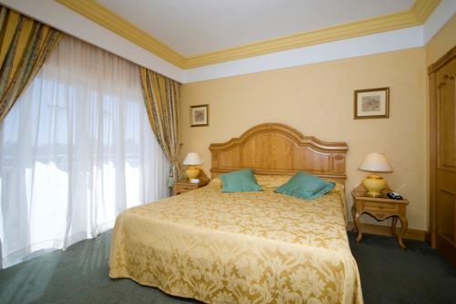A suite bedroom