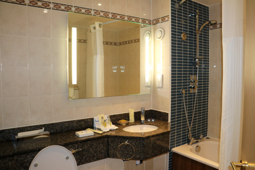 The bathroom of our room at the Hilton Bracknell