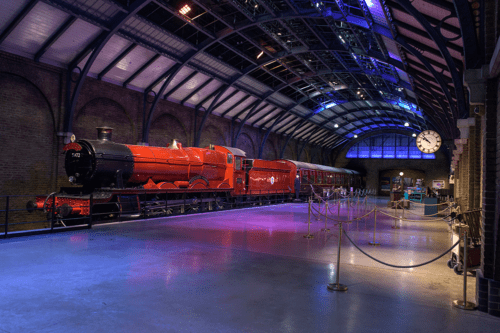 Hogwarts Express on plaform 9 and three quarters at the Harry Potter Studio Tour London