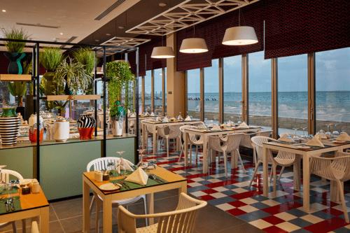 A restaurant at Hotel Riu Dubai
