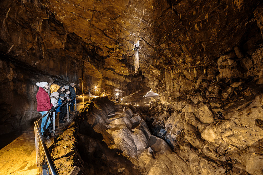 Poole's Cavern & Buxton Country Park – REVIEW, GUIDE and top TIPS