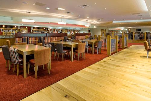Warren Retreat restaurant and bar at Cofton Holidays