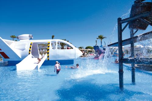 Slides in the children's pool at the Riu Gran Canaria hotel