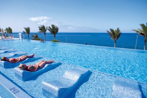 Infinity pool at the Riu Gran Canaria hotel
