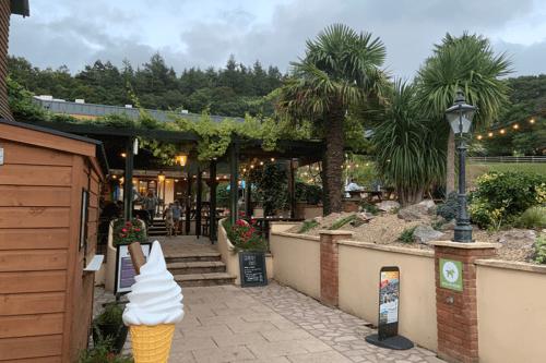 The Swan pub at Cofton Holidays